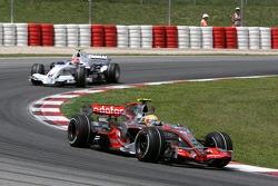 Lewis Hamilton, McLaren Mercedes, MP4-22 and Robert Kubica, BMW Sauber F1 Team, F1.07