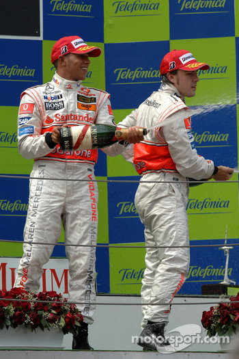 Podium: champagne for Lewis Hamilton and Fernando Alonso