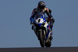 Ben Spies waves after taking sceond at the Kawasaki Superbike Showdown at Infineon on may 20th 2007