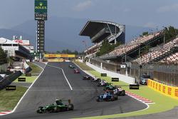 Alex Fontana, Status Grand Prix leads Ralph Boschung, Jenzer Motorsport and Matthew Parry, Koiranen GP