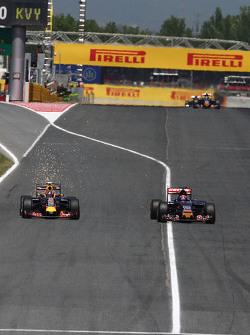 Daniil Kvyat, Red Bull Racing RB11 and Max Verstappen, Scuderia Toro Rosso STR10 battle for position