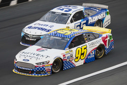 Michael McDowell, Leavine Family Racing Ford and David Ragan, Michael Waltrip Racing Toyota