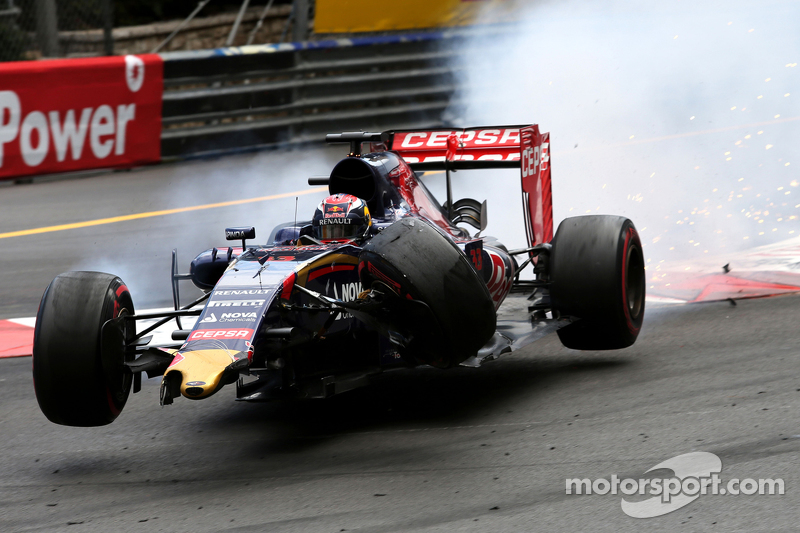 Max Verstappen, Scuderia Toro Rosso crashes with Romain Grosjean, Lotus F1 Team
