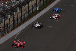Scott Dixon, Chip Ganassi Racing Chevrolet leads