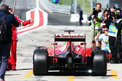 Esteban Gutierrez, Ferrari SF15-T Test and Reserve Driver in the pits