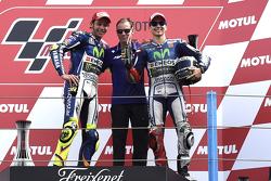 Podium: race winner Valentino Rossi, third place Jorge Lorenzo
