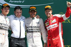 Podium: tweede plaats Nico Rosberg, winnaar Lewis Hamilton, Mercedes AMG F1 Teamen derde plaats Sebastian Vettel, Scuderia Ferrari