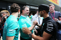 Race winner Lewis Hamilton, Mercedes AMG F1 celebrates with Ron Meadows, Mercedes GP Team Manager and the team