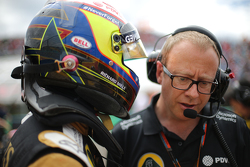 Mark Slade, Lotus F1 Team, Race Engineer  and Pastor Maldonado, Lotus F1 Team