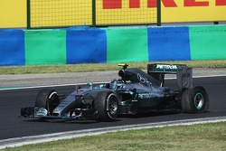 Nico Rosberg, Mercedes AMG F1 W06 with a puncture