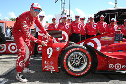 Polesitter Scott Dixon, Chip Ganassi Racing Chevrolet