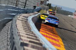 Matt Kenseth, Joe Gibbs Racing Toyota and Clint Bowyer, Michael Waltrip Racing Toyota