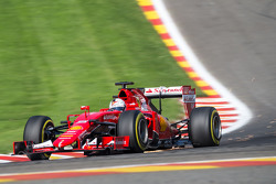 Sebastian Vettel, Ferrari SF15-T sends sparks flying