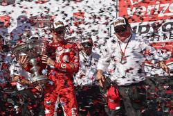 Race winner and series champion Scott Dixon, Chip Ganassi Racing Chevrolet with team owner Chip Ganassi