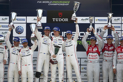 领奖台:保时捷Timo Bernhard, Mark Webber, Brendon Hartley车组, 第二名保时捷Romain Dumas, Neel Jani, Marc Lieb车组,第三名奥迪Marcel Fässler, Andre Lotterer, Benoit Tréluyer车组