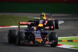 Max Verstappen, Scuderia Toro Rosso STR10 voor Daniil Kvyat, Red Bull Racing RB11