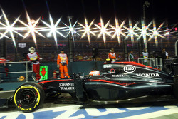 Jenson Button, McLaren MP4-30 verlaat de pits