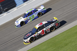 Kevin Harvick, Stewart-Haas Racing Chevrolet and Casey Mears, Germain Racing Chevrolet