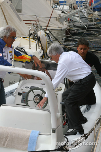 Bernie Ecclestone and Flavio Briatore, Renault F1 Team, Team Chief, Managing Director, board a boat