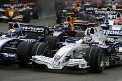 Start: Nick Heidfeld, BMW Sauber F1 Team, F1.07 and Nico Rosberg, WilliamsF1 Team, FW29