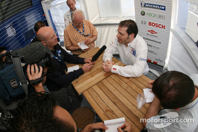 Jacques Villeneuve talks with member of the media