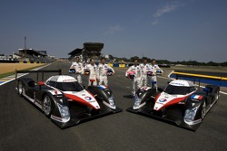 Team Peugeot Total photoshoot: Marc Gene, Nicolas Minassian, Jacques Villeneuve, Pedro Lamy, Stéphane Sarrazin, Sébastien Bourdais