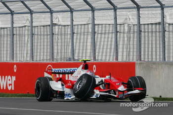 Jarno Trulli, Toyota Racing, TF107, damaged suspension