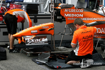 Spyker F1 Team mechanics