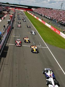 Robert Kubica, BMW Sauber F1 Team, F1.07 and Heikki Kovalainen, Renault F1 Team, R27, Ralf Schumacher, Toyota Racing, TF107