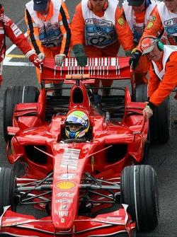 Felipe Massa, Scuderia Ferrari get pushed from the Grid after problems