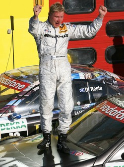 Race winner Mika Hakkinen, Team HWA AMG Mercedes