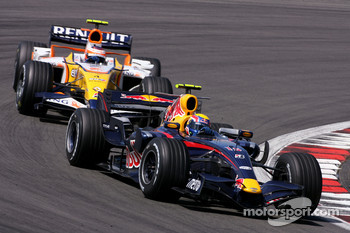 Mark Webber, Red Bull Racing, Heikki Kovalainen, Renault F1 Team