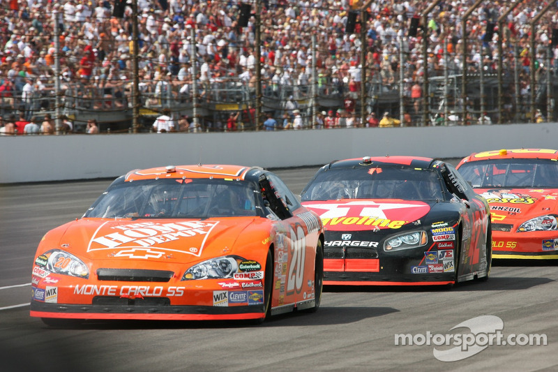 Tony Stewart leads Juan Pablo Montoya and Kevin Harvick