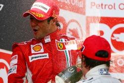 Podium: champagne for Felipe Massa