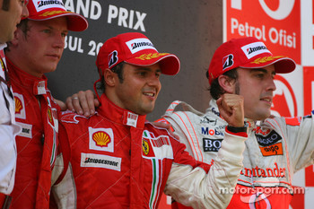 Podium: second place Kimi Raikkonen, race winner Felipe Massa and third place Fernando Alonso