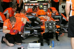 Mechanics at work on the Spyker F1 Team, F8-VII-B