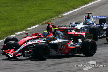 Lewis Hamilton, McLaren Mercedes, Felipe Massa, Scuderia Ferrari at the start