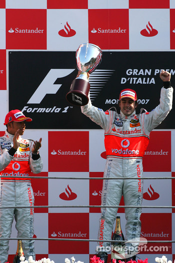 Podium: race winner Fernando Alonso and Lewis Hamilton