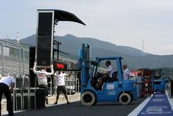 McLaren Mercedes, setup in the pitlane