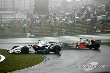 Robert Kubica,  BMW Sauber F1 Team clashes with Lewis Hamilton, McLaren Mercedes