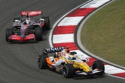 Giancarlo Fisichella, Renault F1 Team, R27 and Fernando Alonso, McLaren Mercedes, MP4-22