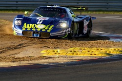 Cutting through, #16 JMB Racing Maserati MC 12