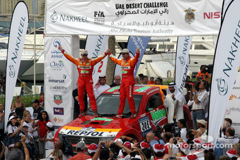 Podium: winners Stphane Peterhansel and Jean-Paul Cottret