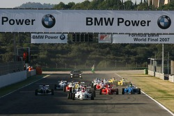 Start, Philipp Eng, Mücke Motorsport leads