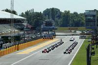 Formule 1 Photos - Départ : Lewis Hamilton, Mercedes AMG F1 W06 mène