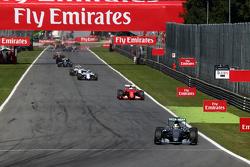 Inicio: Lewis Hamilton, Mercedes AMG F1 W06 lider