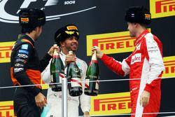领奖台:塞尔吉奥·佩雷兹,印度力量车队;刘易斯·汉密尔顿,梅赛德斯车队;塞巴斯蒂安·维特尔,法拉利车队