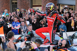2015 Champion Gordon Shedden celebrates