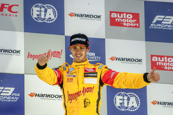 Race 2 Winner Antonio Giovinazzi, Jagonya Ayam with Carlin Dallara Volkswagen