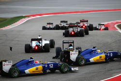 Fernando Alonso, McLaren MP4-30 spins at the start of the race and is avoided by Marcus Ericsson, Sauber C34 and Felipe Nasr, Sauber C34